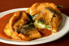 Mexican Cooking, Mexican Food Recipes, Ethnic Recipes, Chili Recipes, Salvadorian Food, Chili Relleno, Chiles Rellenos Recipe, Chile Relleno Sauce, Comida Latina