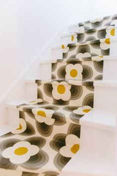 wallpapered stairs 2 with lashings of varnish!