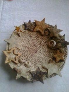 Risultati immagini per töpfern anregungen weihnachten Hand Built Pottery, Slab Pottery, Ceramic Pottery, Ceramic Christmas Decorations, Christmas Crafts, Ceramic Plates, Ceramic Art, Coil Pots, Pottery Designs