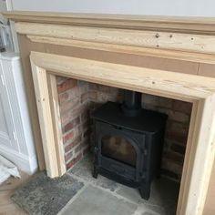 Kaminverkleidung Holz - The Hoppy Home Diy Fire Surround, Wooden Fireplace Surround, Wood Burner Fireplace, Fireplace Surrounds, Bedroom Fireplace, Home Fireplace, Fireplace Remodel, Simple Fireplace, Gas Fireplaces