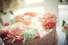 mint and coral cake, vintage glam wedding | Be Envied Entertaining