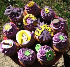 Rapunzel cupcakes - La Forge à Gâteaux #RapunzelCupcakes #TangledCupcakes www.laforgeagateaux.com