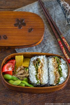 Ginger Pork Onigirazu (豚の生姜焼きおにぎらず) - Tender thin pork slices with a hint of ginger wrapped between layers of rice and nori! Easy Japanese Recipes, Japanese Dishes, Japanese Food, Asian Recipes, Ethnic Recipes, Easy Recipes, Ginger Wraps, Onigirazu, Ginger Pork