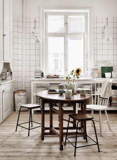 Vid fönstret i köket
