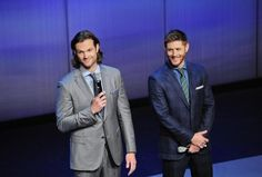 Jared & Jensen on stage at the CW upfronts (pic courtesy of the network) #Supernatural pic.twitter.com/6xvvBJ6paB