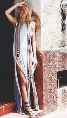 Maxi dress with tribal print perfect for boho fashion style outfits Look Fashion, Womens Fashion, Fashion Trends, Fashion 2017, Fashion Clothes, Street Fashion, Latest Fashion, Fashion Outfits, Look Boho Chic
