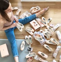 That's a lot of money in one picture Aneta Wira Ostaszyk ( Ballet Barre, Ballet Dancers, Shall We Dance, Just Dance, Dance Photos, Dance Pictures, Pointe Shoes, Ballet Shoes, Dance Like No One Is Watching