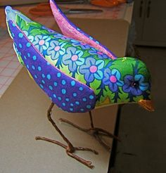 Make It: Fabric Bird - Free Pattern & Tutorial Fabric Animals, Fabric Birds, Fabric Art, Fabric Crafts, Sewing Crafts, Sewing Projects, Felt Animals, Bird Sculpture, Soft Sculpture