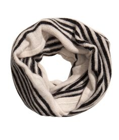 Fine-knit tube scarf in a soft angora blend. Black/White | HM