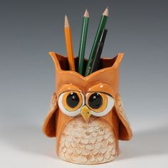 Owl Soda Can Pencil Holder Clay Owl, Clay Crafts For Kids, Kids Clay, Sculpture Projects, Clay Projects, Owl Writing, Polymer Clay Kunst, Keramik Design, Ceramic Owl