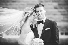 Photo de couple - Couple shots - Mariage Haute de gamme à l'Estérel - Photographe de mariage / Fine Art Wedding photographer à Montréal et International - Bonnallie Brodeur