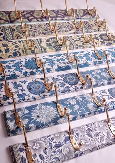 Coat hooks decoupage patterns, great idea for downstairs bathroom at sw Decoupage Furniture, Painted Furniture, Diy Furniture, Decoupage Ideas, Napkin Decoupage, Furniture Design, Arte Pallet, Home Crafts, Diy And Crafts