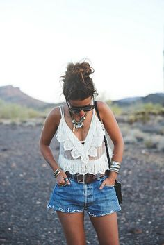 Arizona-Vintage_Top-Plumeti-Levis-Shorts-Outfit-Road_Trip Travels-California-by-44 collagevintageblog, via Flickr