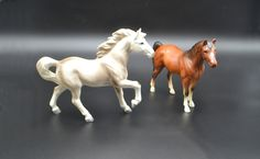 Porcelain Horse Figurines, Vintage Horses Vintage Horse, Vintage Wood, Grey Highlights, Wood Owls, Star Show, Mane N Tail, Brown Horse, White Beige, Beautiful Horses
