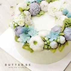 - 모두가 좋아하는 ^^💜 - - #happybirthday #birthday #sweet #lovely #insta #couple #goodday #hungry #cake #foodporn #birthdaycake #koreanfood #foodie #foodpic #cakedesign #design16 #馬卡龍 #蛋糕 #花蛋糕 #结婚 #生日 #花 #甜品 #好吃 #聊天 #美味しい #美味 #케이크 #먹스타그램 #선물스타그램
