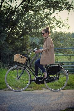 If I had time to ride a bike, I would want one like this.  I LOVE this type of bike.