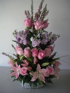 Amor Eterno. Orchid Flower Arrangements, Tropical Floral Arrangements, Altar Flowers, Church Flower Arrangements, Beautiful Flower Arrangements, Beautiful Flowers, Ikebana, Memorial Flowers, Funeral Flowers