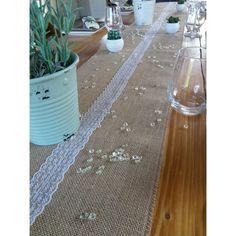 Chemin de table en Jute et Dentelle au mètre -  Lucy Jeanne Collection - Décoration de Mariage