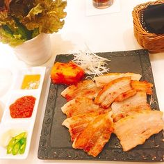 お肉だって食べますよ♥️ 豚肉にはビタミンBがたっぷりなのでサムギョプサルを選びました! カロリーは高いけど良質な栄養分(*^ω^*) . ご飯ではなく、お野菜で包んで食べたのでヘルシーに💕 お肉美味しい(*ˊ˘ˋ*)。♪:*° . #五反田 #菜彩 #ディナー #都内 #サムギョプサル #東京ランチ #サラダ #焼肉 #肉 #韓国料理 #サンチュ  #お野菜 #野菜 #美容 #健康 #ランチ #カフェランチ #おしゃれランチ #インスタ映え  #いいね #インナービューティー #インナービューティープランナー  #インナービューティーダイエットアドバイザー  #ワンプレート #ワンプレートランチ #ワンプレートごはん #lunch #とりあえず野菜食