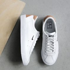 The amazing new nike match classic suede is releasing tonight at midnight a Sneakers Vans, Sneakers Mode, Casual Sneakers, White Sneakers, Sneakers Fashion, Casual Shoes, Fashion Shoes, White Shoes, Mens Fashion