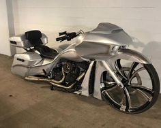 As a beginner mountain cyclist, it is quite natural for you to get a bit overloaded with all the mtb devices that you see in a bike shop or shop. There are numerous types of mountain bike accessori… Harley Davidson Road King, Harley Davidson Street Glide, Harley Davidson News, Custom Baggers, Custom Harleys, Custom Bikes, Custom Motorcycles, Street Glide For Sale, Bagger Motorcycle