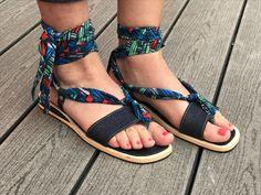 sandales jean et pagne wax à shoppper sur https://www.jowial.com/mode-1/accessoires/sandale/