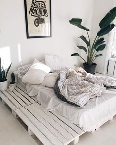Comment faire un lit en palette – B Bedroom Inspo, Home Decor Bedroom, Bedroom Ideas, Diy Bedroom, Master Bedroom, Bedroom Furniture, Bedroom Curtains, Pallet Furniture, Furniture Plans