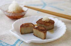 なんちゃってホタテ えのきの根元…2個 片栗粉…少々 塩こしょう…少々 大根おろし…適量 ポン酢…適量 Easy Delicious Recipes, Gourmet Recipes, Cooking Recipes, Good Food, Yummy Food, Diy Food, Japanese Food, Healthy Cooking, Delish