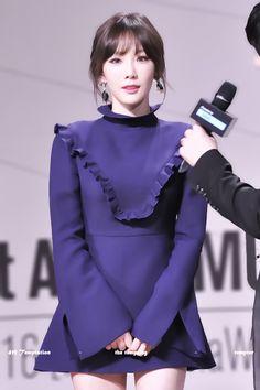 Taeyeon look & makeup Sooyoung, Yoona, Snsd, Girl's Generation, Girls' Generation Taeyeon, Taeyeon Fashion, Kpop Fashion, Airport Fashion, Yuri
