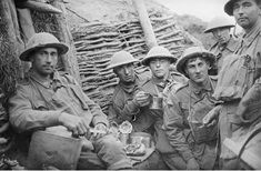 WWI, 19 Sept Battle of Menin Road Ridge: An Australian Battalion have tea and food in the first support trench on the evening before the battle on Westhoek Ridge. World War One, First World, Battle Of Passchendaele, Battle Of Ypres, Ww1 History, History Photos, The Great, Unknown Soldier, Flanders Field