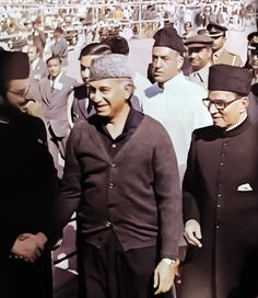 Maulana Kausar Niazi, Z A Bhutto and F E Chaudhry arrive at the Badshahi Mosque Zulfikar Ali Bhutto, Political Leaders, Politics, History Of Pakistan, Karachi Pakistan, Old Newspaper, Great Leaders, Historical Pictures, Mosque