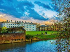 From our friends at Cambridge  @cambridgeuniversity - King's College viewed from Clare College this evening.  Photo by @mister_toodles  #cambridge #cambridgeuniversity #cambridgeuni #universityofcambridge #university #study #student #students #autumn #evening #eveningsky #mondaymotivation #kingscollege #clarecollege @clarecollege @kings.college  21 November 2016 #goviewyou