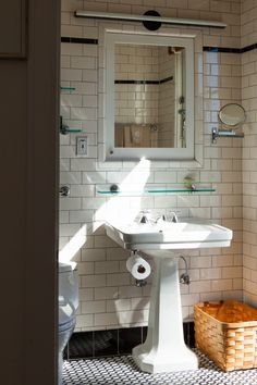 Susie Tompkins Penthouse Bathroom Remodelista. She COULD have glammed-up this home with a view, but I love the '30's feel, especially in this bathroom.