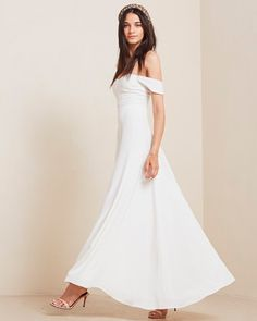 Off-the-shoulder sleeves are the perfect feminine touch to any wedding gown. If you've got strong, sturdy shoulders and a nice collarbone, this sleeve type is Civil Wedding Dresses, Wedding Dress Sleeves, White Wedding Dresses, Boho Wedding Dress, One Shoulder Wedding Dress, Wedding Gowns, Dresses With Sleeves, Cap Sleeves, Wedding Ribbons