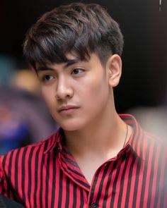 A imagem pode conter: 1 pessoa, close-up Close Up, 2 Moons, Wattpad Stories, Male Beauty, Asian Men, Chen, Comebacks, Actors & Actresses, Thailand