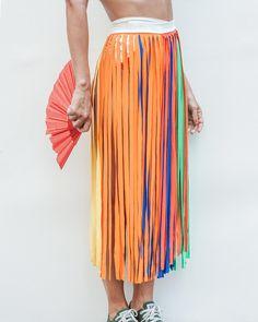 saia feminina carnaval colorida fitas amarrar detalhe Diy Fashion, Ideias Fashion, Fashion Design, Dance Costumes Kids, Rainbow Outfit, Vacation Style, Carnival Costumes, Belly Dance, Mardi Gras