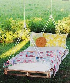 Make a pallet swing - DIY Backyard Ideas Your Whole Family will Love - Photos