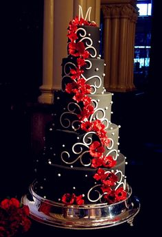 Wedding Themes Red Wedding Theme: Red, Black and White Wedding Cakes for Red . Black And White Wedding Cake, White Wedding Cakes, Beautiful Wedding Cakes, Gorgeous Cakes, Pretty Cakes, Black White, White Cakes, Black Gold, Red Black Weddings