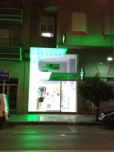 Imagen nocturna de la fachada Facades, Pharmacy, Aquarium, Victoria, Renovation, Nocturne, Aquarius, Apothecary, Fish Tank