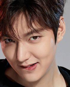 Twitter Lee Min Ho Smile, Legend Of Blue Sea, Lee Minh Ho, Lee Min Ho Kdrama, Lee Min Ho Photos, Handsome Korean Actors, Kim Bum, Kdrama Actors, Kim Woo Bin