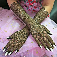 Love Story Henna - The Trending New Bridal Mehndi design Idea you'll LOVE! Full Hand Mehndi Designs, Mehndi Designs 2018, New Bridal Mehndi Designs, Dulhan Mehndi Designs, Beautiful Henna Designs, Beautiful Mehndi, Mehendi, Henna Mehndi, Henna Tattoos