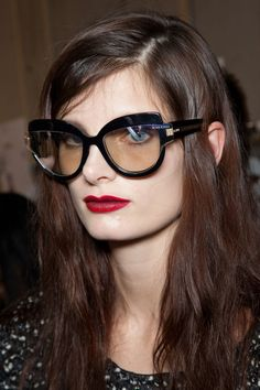 Ava Smith backstage at Nina Ricci Fall 2012 Nice Glasses, Girls With Glasses, Mens Glasses, Trending Sunglasses, Sunglasses Women, Gold Sunglasses, Artist Makeup, Rose Colored Glasses, Fashion Eye Glasses