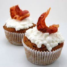 Peanut Butter Delight Bacon Pupcakes. 1 cup whole wheat flour, 1 teaspoon baking soda, 1/4 cup peanut butter, 1/4 cup vegetable oil, 1 cup shredded carrots.   1 teaspoon vanilla, 1/3 cup honey, 1 egg,   cottage cheese, 6 slices of cooked bacon.