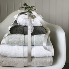 Egyptian Cotton Towels - The White Company Bathroom Towels, Bath Towels, Guest Towels, Bathroom Sets, Bathroom Inspiration, Home Decor Inspiration, Egyptian Cotton Towels, Classic Bathroom, Bath Sheets