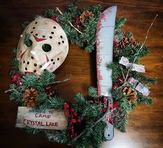 These Horror Movie Wreaths Bring Halloween to the Christmas Season - Bloody Disgusting Dark Christmas, Halloween Christmas, Halloween Horror, Halloween Crafts, Holiday Crafts, Holiday Fun, Happy Halloween, Christmas Wreaths, Halloween Wreaths