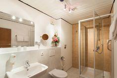 Badezimmer der Familien Suite Corner Bathtub, Alcove Bathtub, Alcove, Bathroom