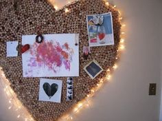 A DIY heart-shaped wine cork noticeboard with fairylights would be a lovely decoration for your children's bedrooms or family room/snug. Wine Craft, Wine Cork Crafts, Diys, Recycling, Wine Bottle Corks, Bottle Candles, Crafty Craft, Diy And Crafts, Craft Projects