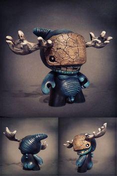 "SpankyStokes.com | Vinyl Toys, Art, Culture, & Everything Inbetween: Shadoe Delgado's ""Miniboss"" custom Munny"