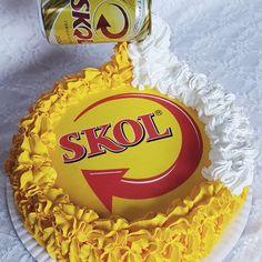 #boloskol #skolcake #cake #cakecakecake #bolo #brigadeiro #bolobrigadeiro #chocolate #skol Birthday Candles, Strawberry, Coconut, Cakes, Art Cakes, Conch Fritters, Cakes For Men, Bolo De Chocolate, Candy