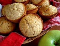 Apple Oatmeal Muffins - I'm making these this afternoon and they smell delicious! I added almonds too, and swapped the oil for unsweetened applesauce. Apple Oatmeal Muffins, Oat Muffins, Cinnamon Oatmeal, Savory Muffins, Apple Cinnamon, Muffin Recipes, Apple Recipes, Baking Recipes, Apple Snacks